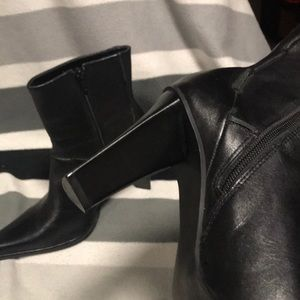Shoes - Beautiful 🥰 soft leather ankle western boot 😍😍